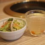 うしすけ - ランチセットのスープとサラダ