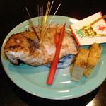 鶴生館 - お祝いにはぜひ尾頭付きの鯛の浜焼きを。