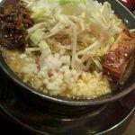 製麺所 豚とこむぎ - 醤油ラーメン(普通サイズ) ニンニク、玉ねぎ、高菜増し