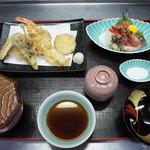 鶴生館 - 上定食。天ぷらとお刺身がセットになったお得な定食です。