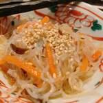居心家 - お通しの中華風春雨サラダ