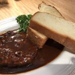 122178385 - 肉汁あふれるハンバーグ&デミグラス 食パン ‥980円