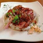 洋食&樽生ワイン しもじま亭 - 「国産牛フィレ肉レアステーキ丼」1280円