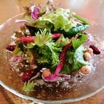洋食&樽生ワイン しもじま亭 - ランチのサラダ