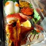 唐戸市場タケショー - 焼き雲丹、いくら、中トロ、炙りサーモン、鯵、鰻、エンガワ
