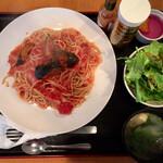 食工房 SHINOWA - 料理写真:本日のパスタ『ナスとベーコンのトマトソース』@880+「大盛り」多分@100