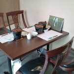 希味 - 中庭横テーブル席