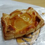 ゆめのパンやさん - 料理写真:まるまるりんごパイです。(2019年12月)