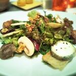 122195254 - 前菜 サラダ・グルマン 季節野菜 クルミ シェーブルチーズ