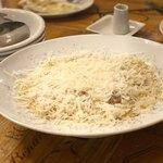 ピッツェリア パーレンテッシ - 36ヶ月熟成パルミジャーノチーズをたっぷりと。粉雪みたい( *´艸`)さらに白トリュフオイルの香!