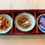権八 SUSHI - 左からめかじきの煮付け、牡蠣、紫芋のお豆腐