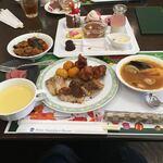 豊橋シーパレスリゾート - 料理写真:豊橋市で4番目って感じのブッフェの盛り付け。