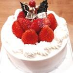 菓子工房フクモト - 料理写真:たっぷり苺の純生ショートケーキ