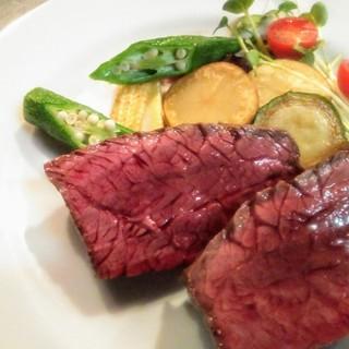 大人気の『牛ハラミ肉のやわらかステーキ和風オニオンソース』