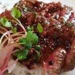 洋食&樽生ワイン しもじま亭 - レアステーキ丼アップ♡