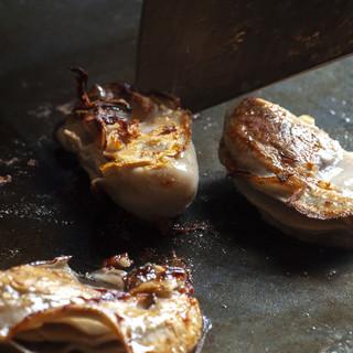 「牛タン焼き」や「白肉」など鉄板料理メニューも豊富にご用意!