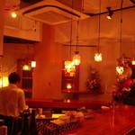 アミュ ピアット - 厨房を囲む大きなカウンター