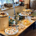 スイーツ&カフェ ドラジェ - 料理写真:ブッフェ台。左半分はスイーツがメイン