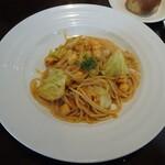Figaro - イタヤ貝とキャベツのトマトソーススパゲッティ