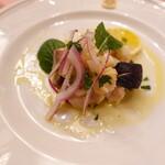 ピッツェリア・サバティーニ - 寒ブリと赤玉葱ケッパーのマリネオレガノレモン風味