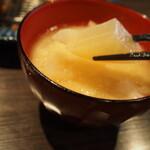 とんかつ 檍 札幌 - 味噌汁(大根)