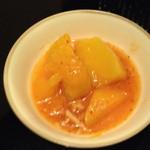 韓の里 - お通し 大根とじゃが芋の煮付