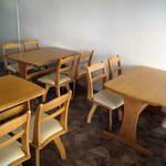 インディアンスパイスファクトリー - 最大12名様収容可能な半個室のテーブル席。