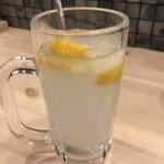 博多かわ屋 - 金宮シャリキンレモンサワーはこんな感じ