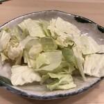 博多かわ屋 - 福岡では定番のキャベツ(酢ダレをかけて食べるとさっぱりして美味しいです)