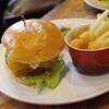 イーストヴィレッジ - 料理写真:チーズバーガー