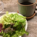 tredi - 本日のサラダとホットコーヒー