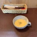 ジャム cafe 可鈴 - 【週替わりランチ(1,050円)】人参のポタージュ。スープは必ず最初に出てきます