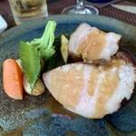 レストラン ラトリエ - 沖縄県産のキビマル豚、黒コショーのソース