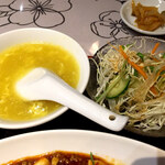 香港点心楼 - スープ&サラダ