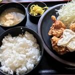まんぷく処 どんぶり勘定 - 唐揚げ定食+タルタル700円