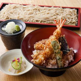 ランチも営業中♪日替わり丼+蕎麦のセットが890円~と人気!