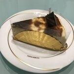 パティスリー ロアジス - バスクチーズケーキ