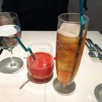 カンブーザ - ソフトドリンク(オレンジジュースとジンジャーエール)で乾杯