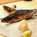 うお輝 -  名物の大トロ鰯の原始焼きです!  当店の鰯は北海道の東沖で獲れたての鰯が楽しめます。鰯のサイズもさながら、脂がかなりのっててびっくりしますよ!