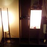 ネイバーフッドキッチン レン - 入ると正面にオシャレ行灯