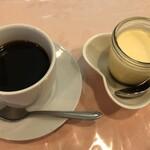 味のレストラン えびすや - ホットコーヒーとプリンちゃん