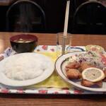 イーグル - 料理写真:唐揚げ定食(600円)