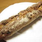 パラダイス&ランチ - セーグル・フリュイ・スティック(レーズン、オレンジピール、クルミ入りのライ麦ハード系)