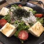 Premium Sake Pub GASHUE - しらすサラダ