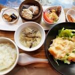 Haihaitenzankaku - 点心にスープ、サラダやデザートまで!メインが9種類から選べる平日限定チョイスランチ940円