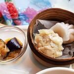 Haihaitenzankaku - 副菜2品は熱々の点心と茄子の香味甘酢ソース、お肉や野菜ぎっしりの焼売が美味しい!