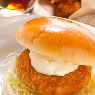 沼津港でサカナをテーマにした旨いバーガーカフェ