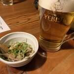 池田屋 - お通し(モツ煮込み)とビール