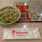 サムラート - サラダはゴマドレッシング。