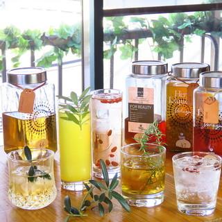 薬膳酒は100種類ご用意しております。